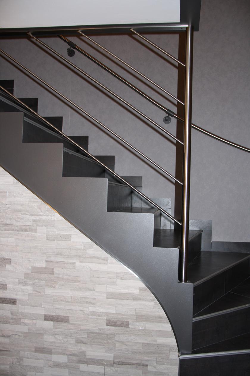 metalest alsace nordhouse faux limon en cr maill re sur escalier b ton avec rampe. Black Bedroom Furniture Sets. Home Design Ideas